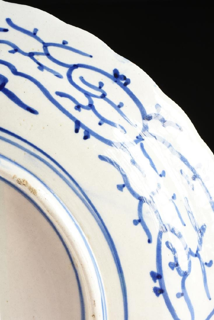 A LARGE CHINESE BLUE AND WHITE PLATE, - 7