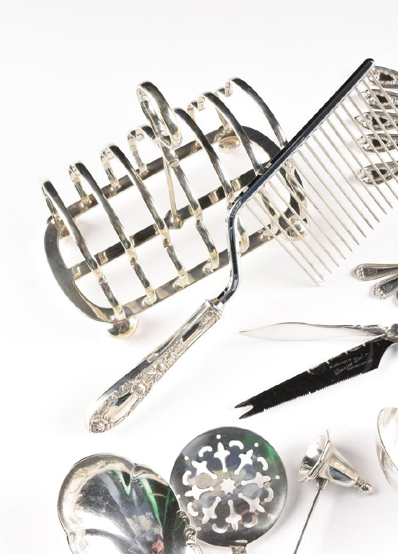 A GROUP OF TWENTY-FIVE STERLING SILVER AND SILVER - 3