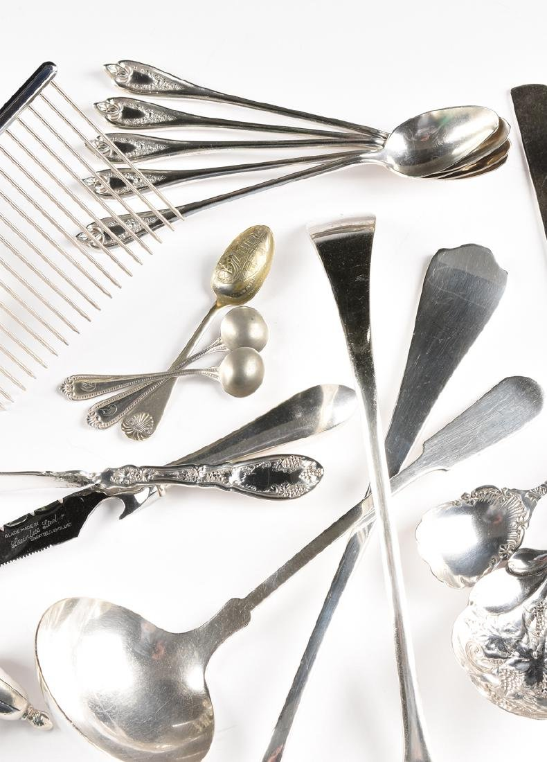 A GROUP OF TWENTY-FIVE STERLING SILVER AND SILVER - 4