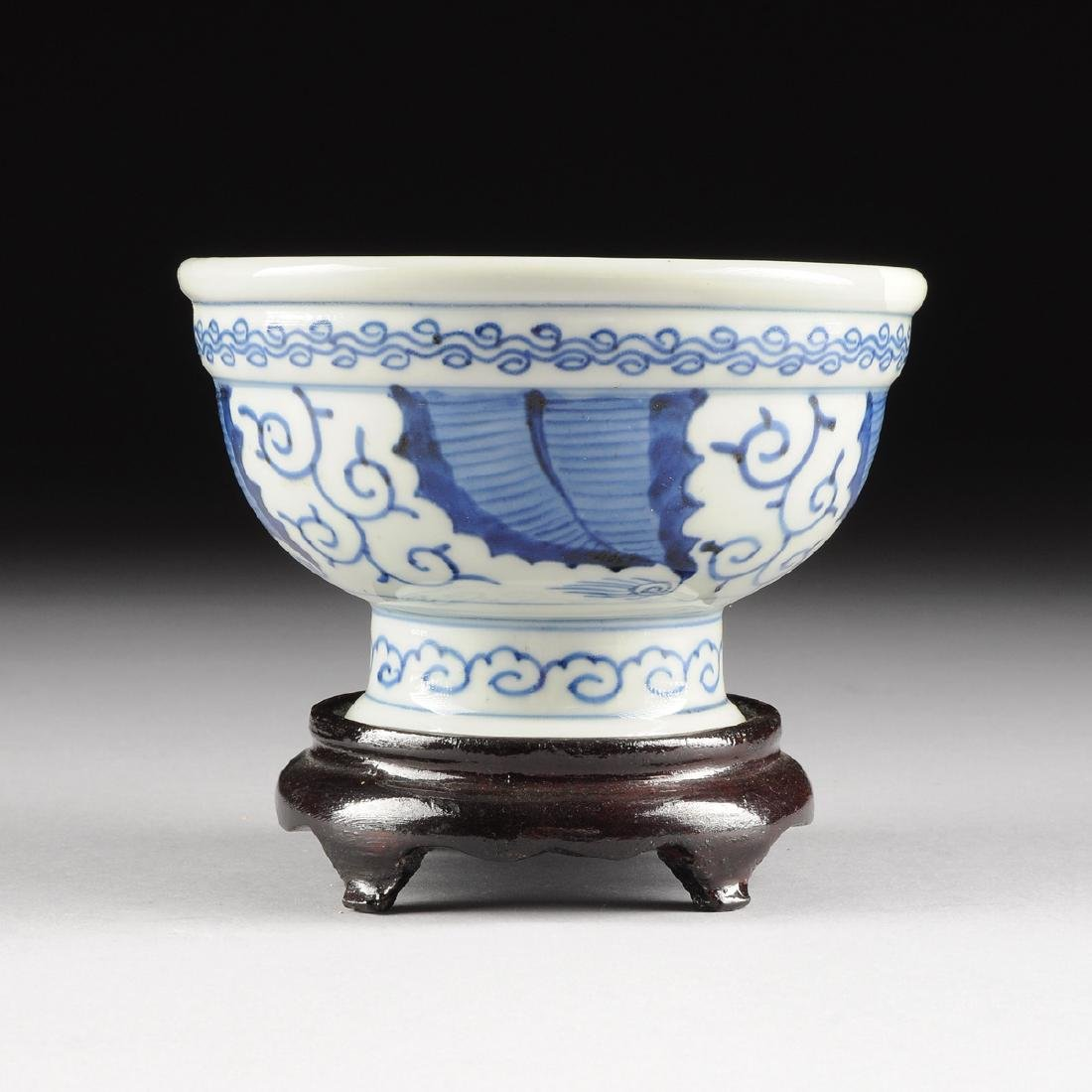 A CHINESE BLUE AND WHITE PORCELAIN FOOTED BOWL, - 2