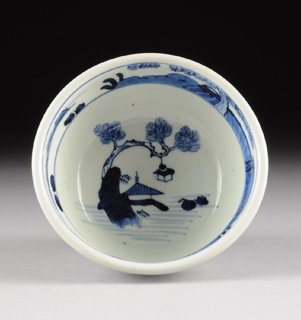 A CHINESE BLUE AND WHITE PORCELAIN FOOTED BOWL, - 6