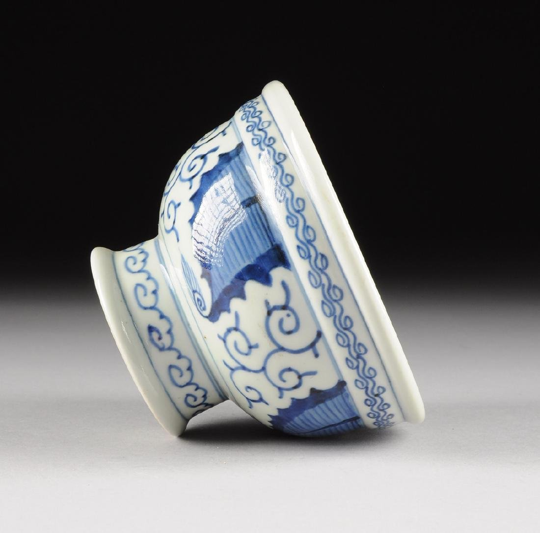 A CHINESE BLUE AND WHITE PORCELAIN FOOTED BOWL, - 7