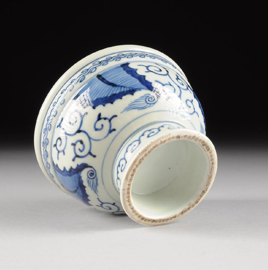 A CHINESE BLUE AND WHITE PORCELAIN FOOTED BOWL, - 9