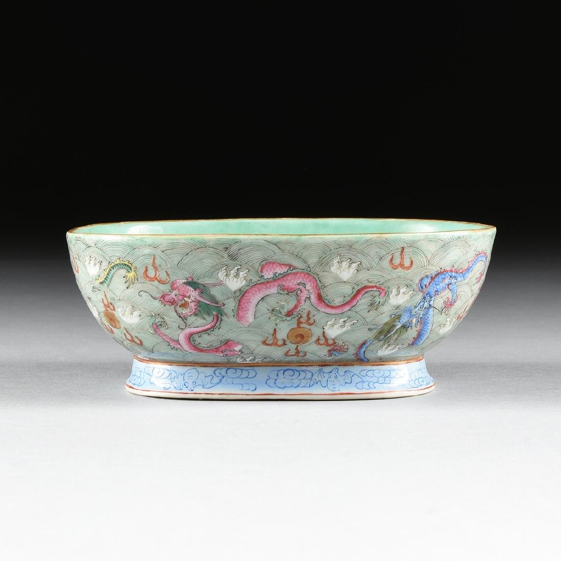 A CHINESE EXPORT PORCELAIN OVAL FOOTED BOWL, REPUBLIC