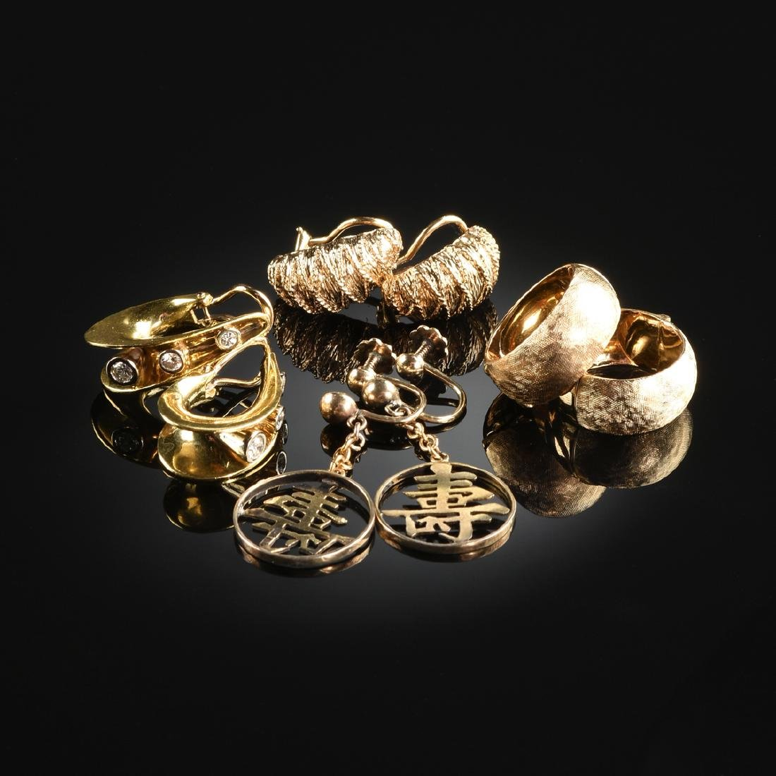 A GROUP OF FOUR PAIRS OF 18K YELLOW GOLD AND 14K YELLOW