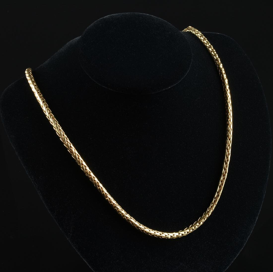 AN 18K YELLOW GOLD LADY'S NECKLACE,