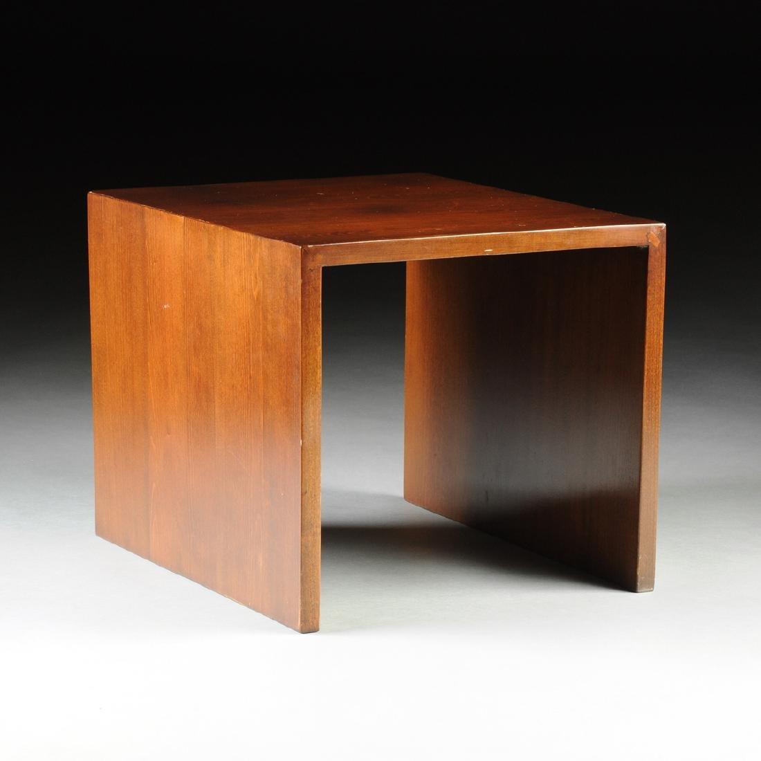 A MID CENTURY MODERN AMERICAN WALNUT SIDE TABLE, THIRD