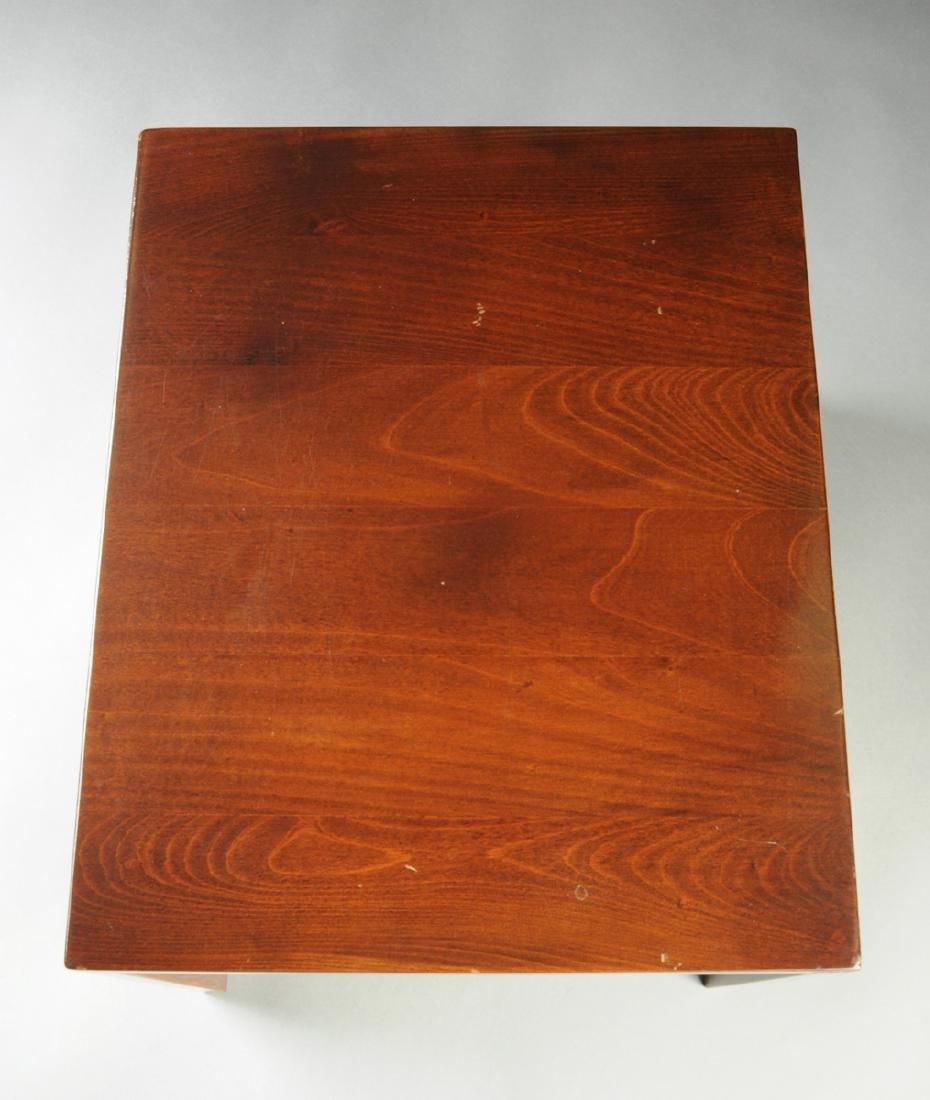 A MID CENTURY MODERN AMERICAN WALNUT SIDE TABLE, THIRD - 4