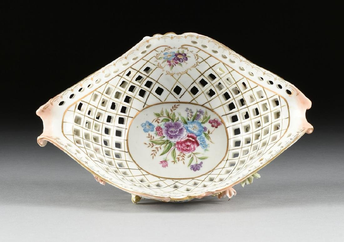 A CONTINENTAL PORCELAIN RETICULATED BASKET WITH GILT - 5