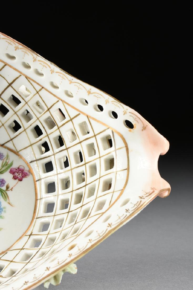 A CONTINENTAL PORCELAIN RETICULATED BASKET WITH GILT - 6