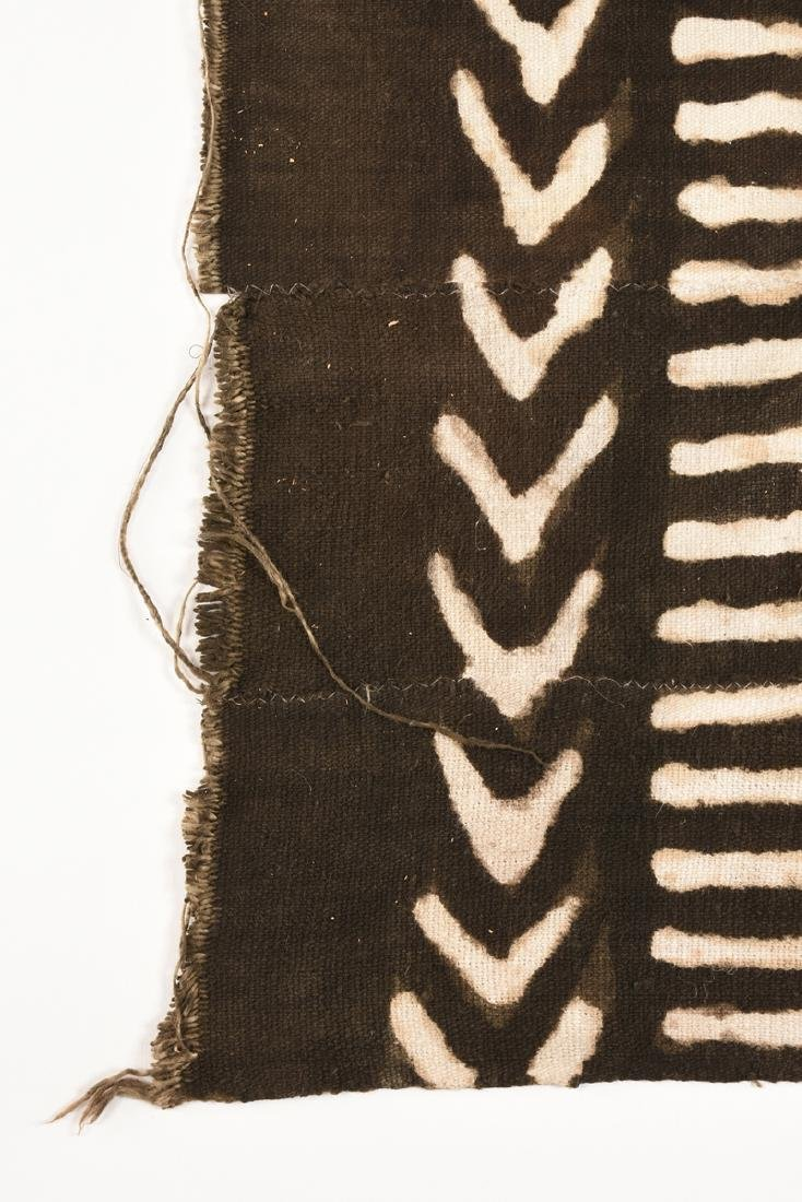 "AN AFRICAN DYED COTTON ""BOGOLANFINI"" TEXTILE, MALI, - 4"
