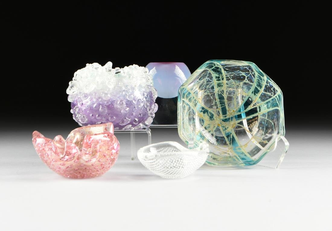 A GROUP OF FIVE EUROPEAN AND AMERICAN ART GLASS