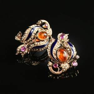 A PAIR OF 14K YELLOW GOLD, HESSONITE, SEED PEARL, AND