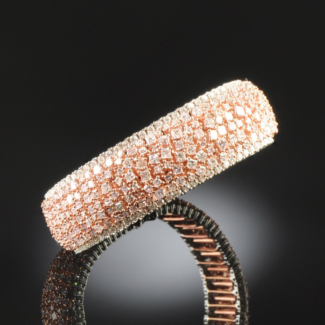 AN 18K GOLD AND PINK DIAMOND LADY'S BRACELET,