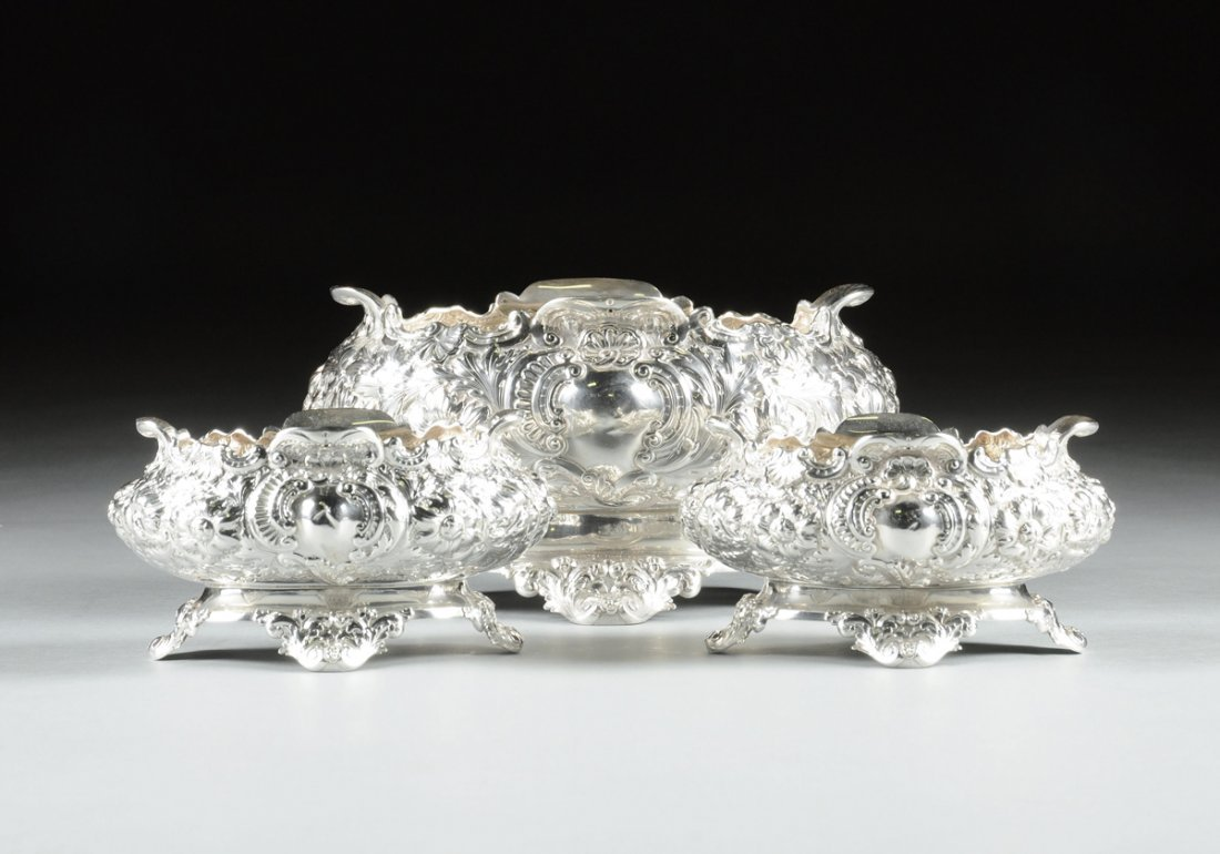 A HORACE WOODWARD & CO. VICTORIAN THREE PIECE