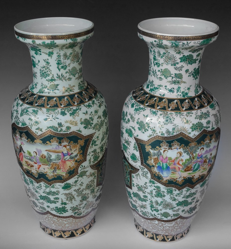 CHINESE EXPORT FAMILLE ROSE LACQUER PORCELAIN VASES