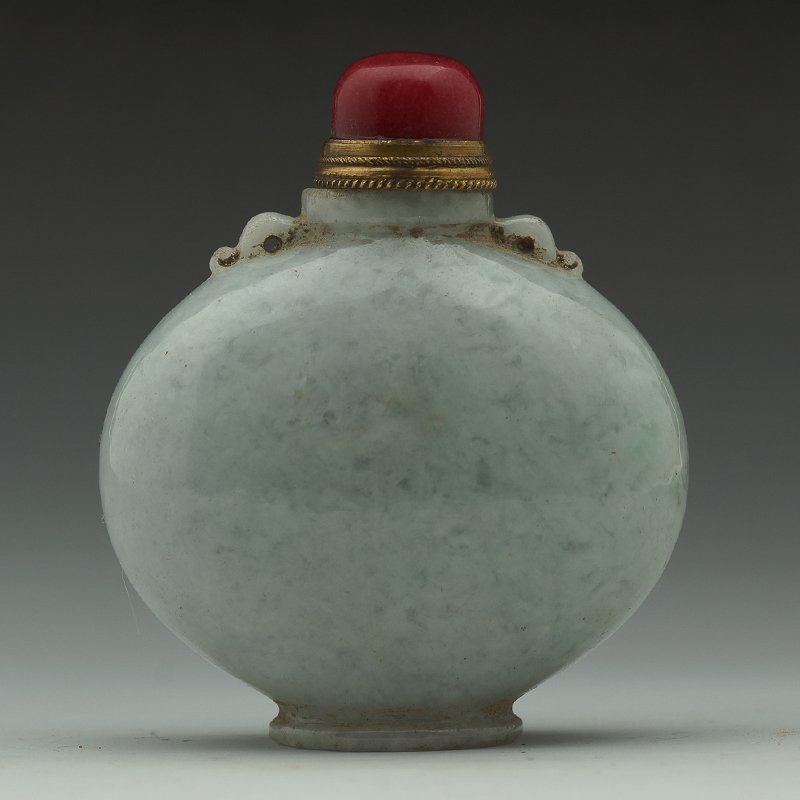 VINTAGE CHINESE JADEITE SNUFF BOTTLE