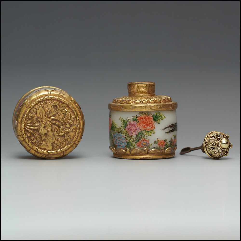 A Stunning Chinese Glassware Enamel Colors Snuff Bottle