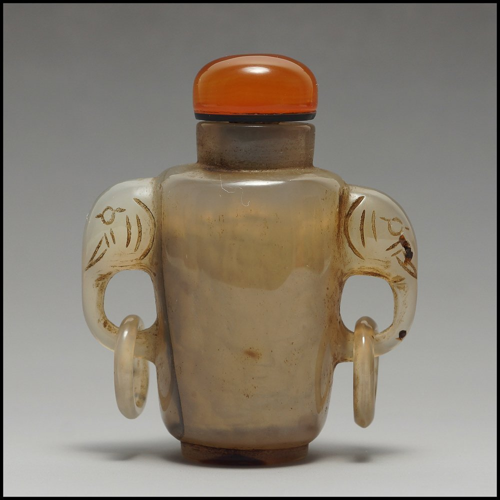 CHINESE CAMEO CARVED AGATE SNUFF BOTTLE