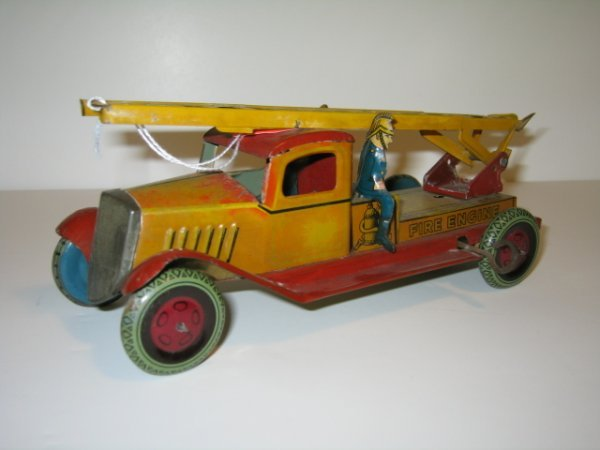 3: WELLS FIRE TRUCK TIN LITHO WINDUP