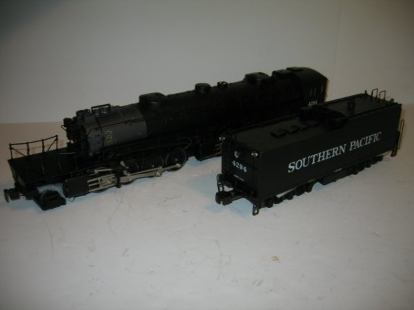 94: SOUTHERN PACIFIC LOCOMOTIVE AND TENDER