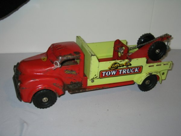 146: LINCOLN TOY TOW TRUCK. PRESSED STEEL