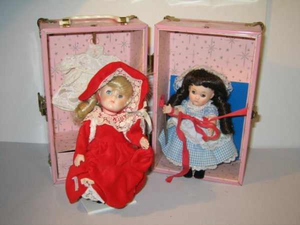 """413: 2 GINNY """"VOGUE"""" DOLLS IN  DOLL SUITCASE"""