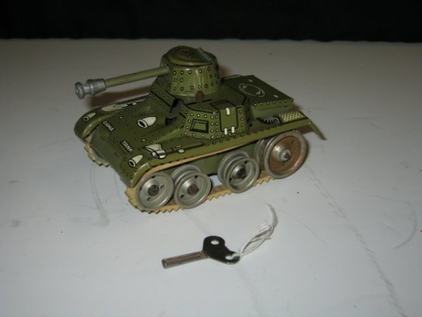 583: 1940'S GAMA  #70 TANK WITH DRIVER
