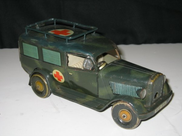 585: TIPP GERMANY ARMY AMBULANCE WITH DRIVER