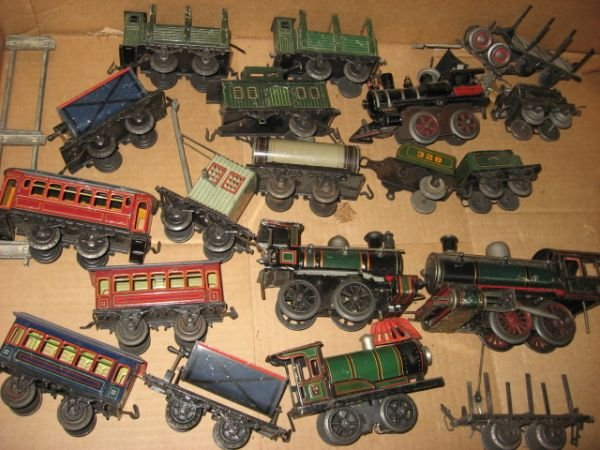 702: KBN 1932 CLOCKWORK TIN LITHO TRAINS.  19 PCS.