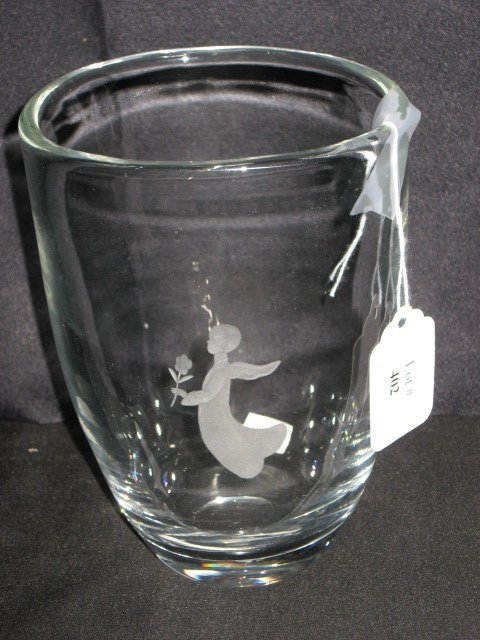 402: CRYSTAL VASE W/ETCHED FLOATING ANGEL