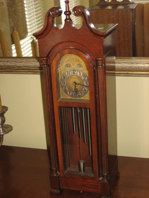 409: MINI ELECTRIC MAHOG. GRANDFATHER CLOCK. TABLETOP