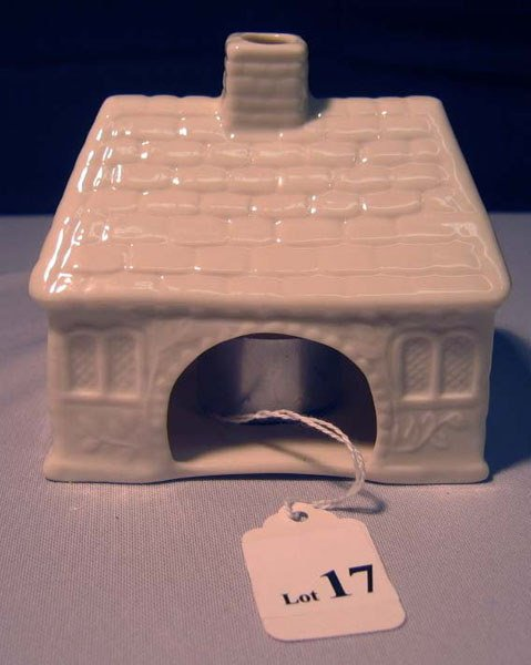 17: BELLEEK TEA-LIGHT IN HOUSE SHAPE