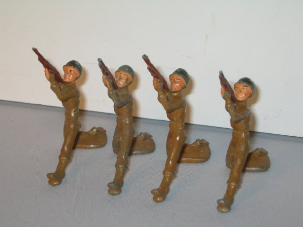 9: MANOIL LEAD TOY SOLDIERS, 4 TOTAL