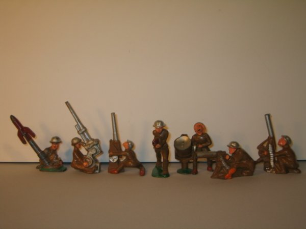 10: MANOIL LEAD TOY SOLDIERS, 7 TOTAL