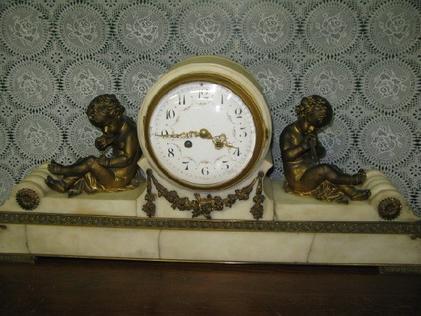 116: FIGURAL FRENCH MARBLE H & H MANTLE CLOCK W/CHERUBS