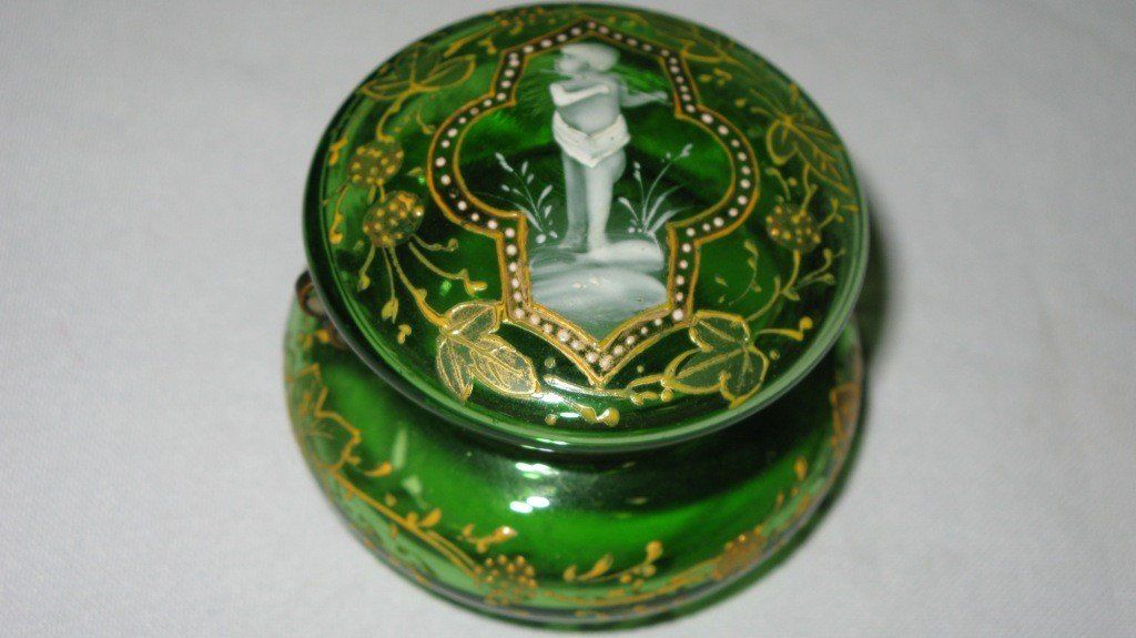 307: MARY GREGORY JAR, HINGED LID. GREEN