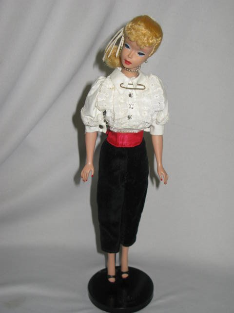 11: 1950's VINTAGE BARBIE DOLL, ORIGINAL CLOTHES