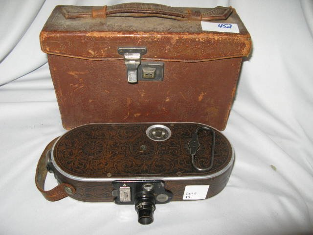 15: BELL & HOWELL VINTAGE  AUTO CINE CAMERA #75 W/CASE