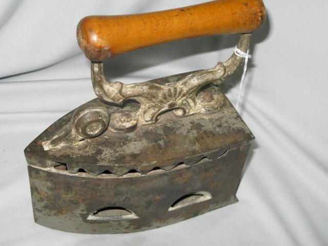 21: ANTIQUE IRON, LEVERED TRAP OPENING FOR COAL