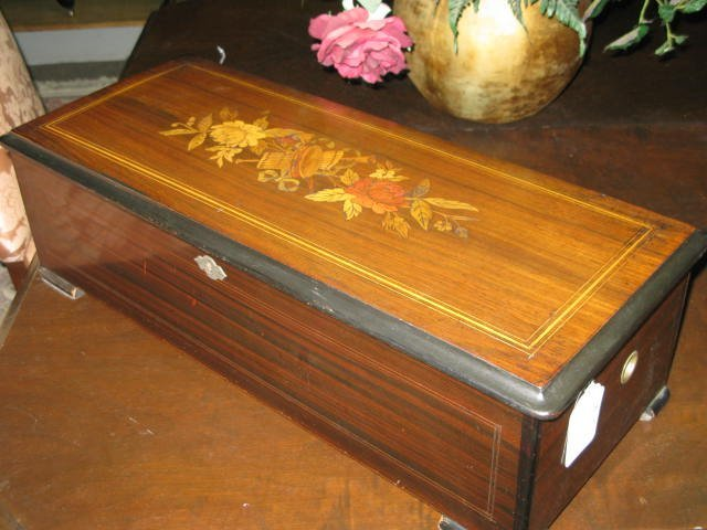 69: SWISS INLAID ANTIQUE MUSIC BOX