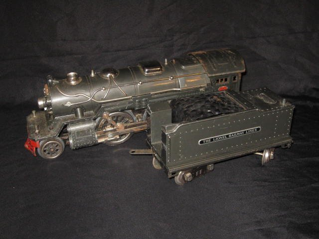 240: LIONEL STEAM ENGINE & COAL CAR