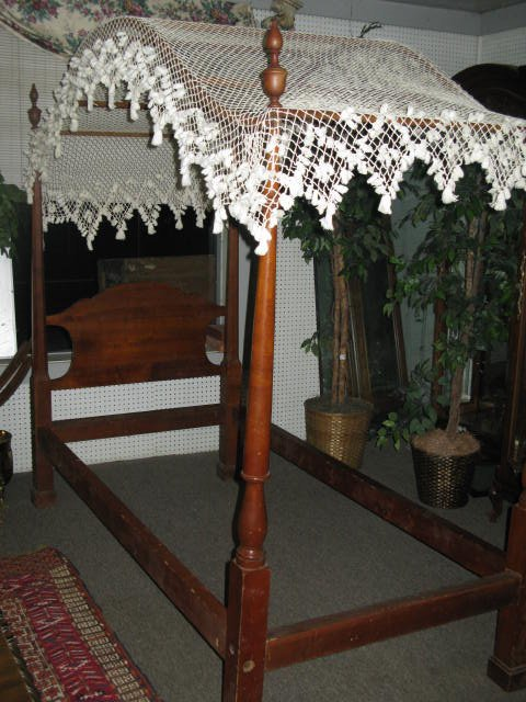 ANTIQUE PENCIL POST BEDS W/FISHNET CANOPY TWIn & 115: PR.ANTIQUE PENCIL POST BEDS W/FISHNET CANOPY TWIn