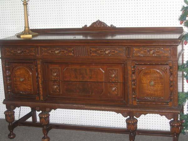 204: JACOBEAN-STYLE DINING ROOM SET, WALNUT