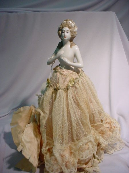 4: HALF DOLL COLONIAL LADY LARGE SIZE HOOP SKIRT. POR
