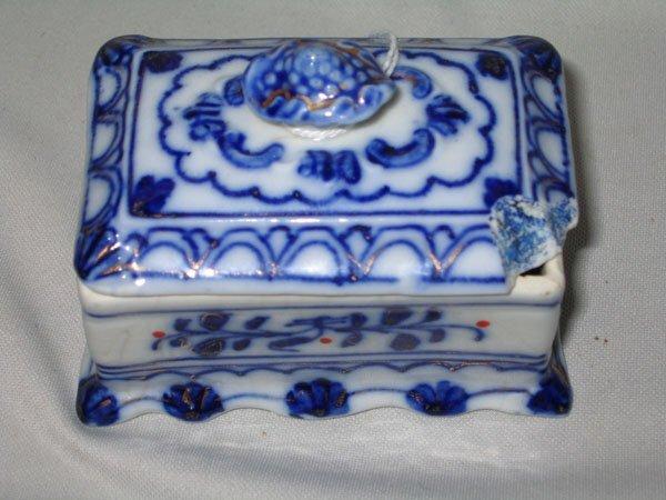 18: FLO BLUE TRINKET BOX W/KNOBBED LID