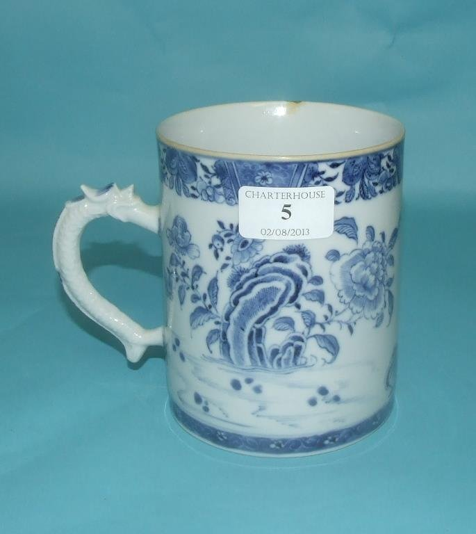 A Chinese porcelain mug, decorated in underglaze blue