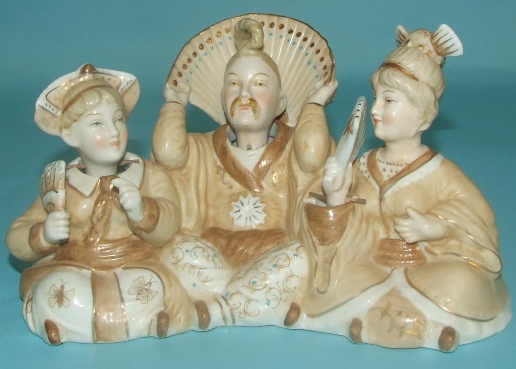 A nodding head group, 18 cm wide