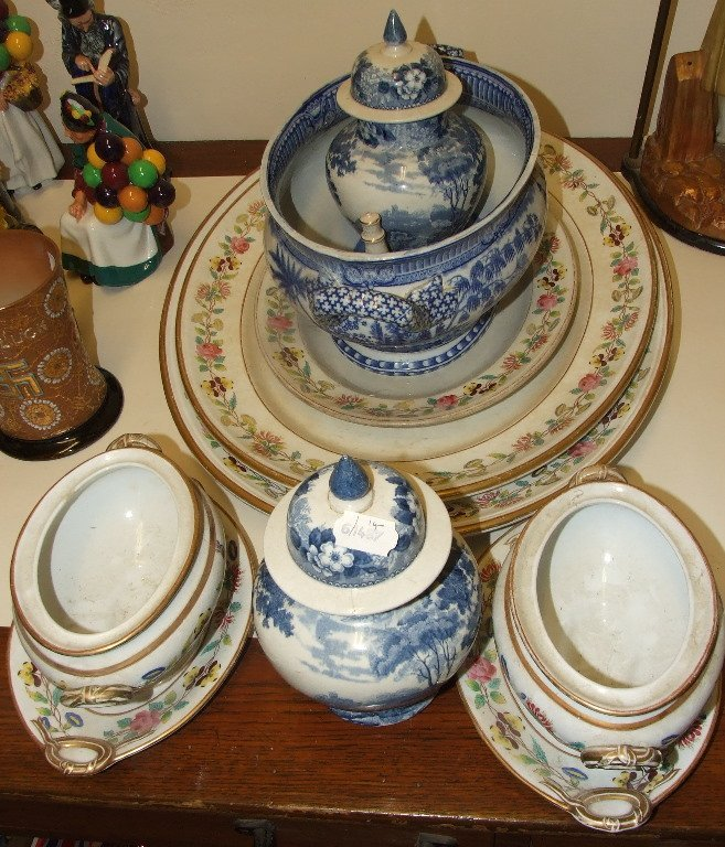 A 19th century pottery tureen, with chinoiserie style