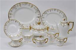 An extensive Royal Crown Derby Vine pattern dinner and
